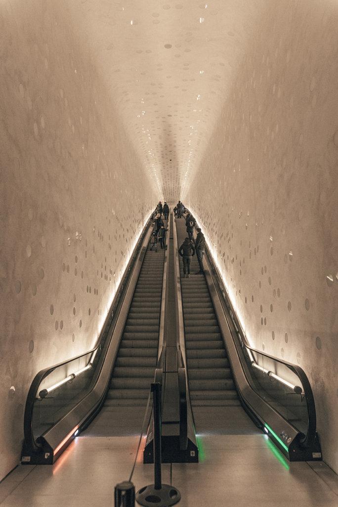 hamburg elbphilharmonie inside stairs posti da vedere amburgo