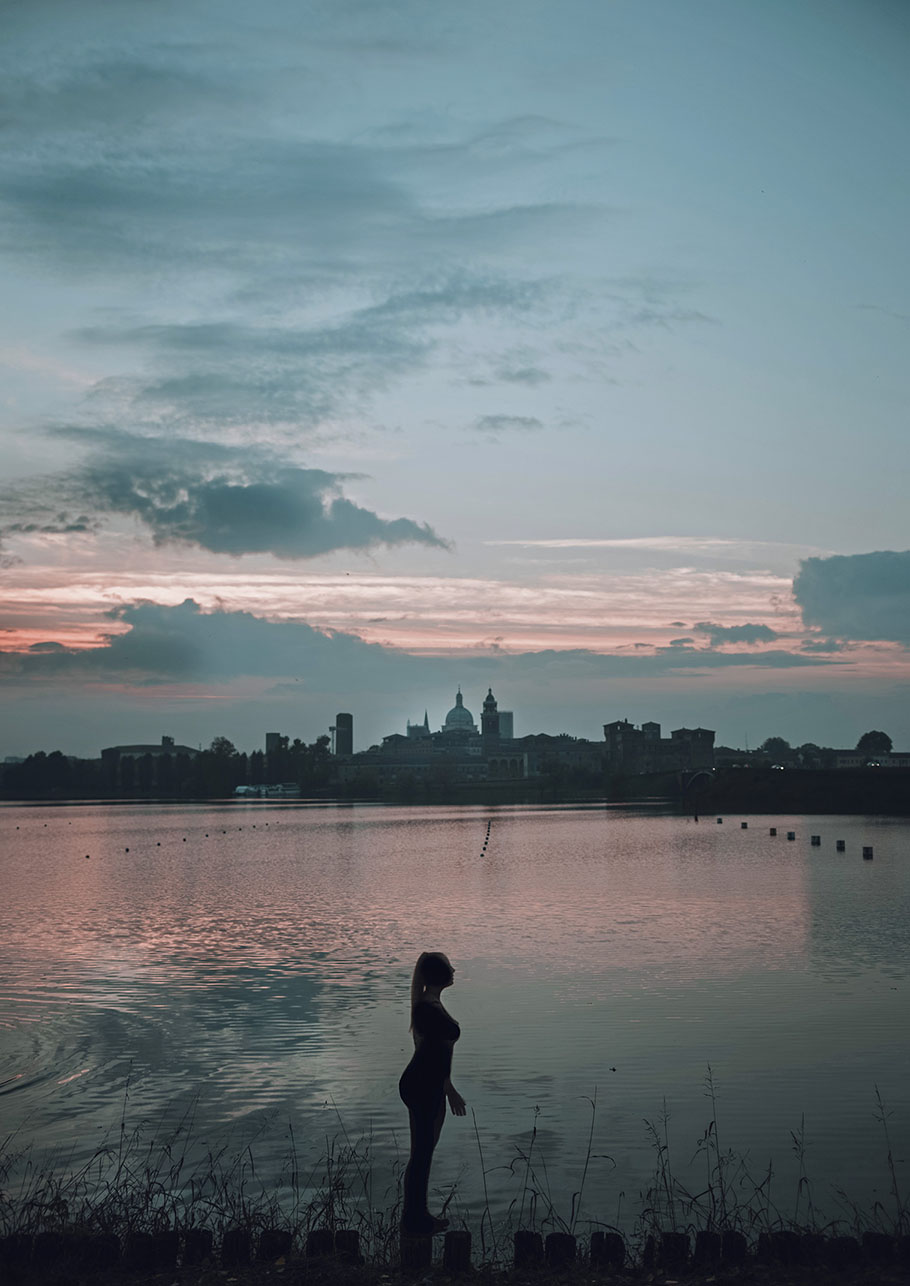mantova tramonto lago