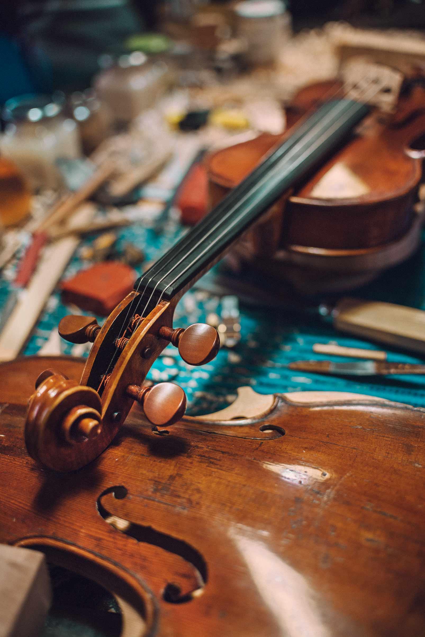 bottega liutaio violino cremona